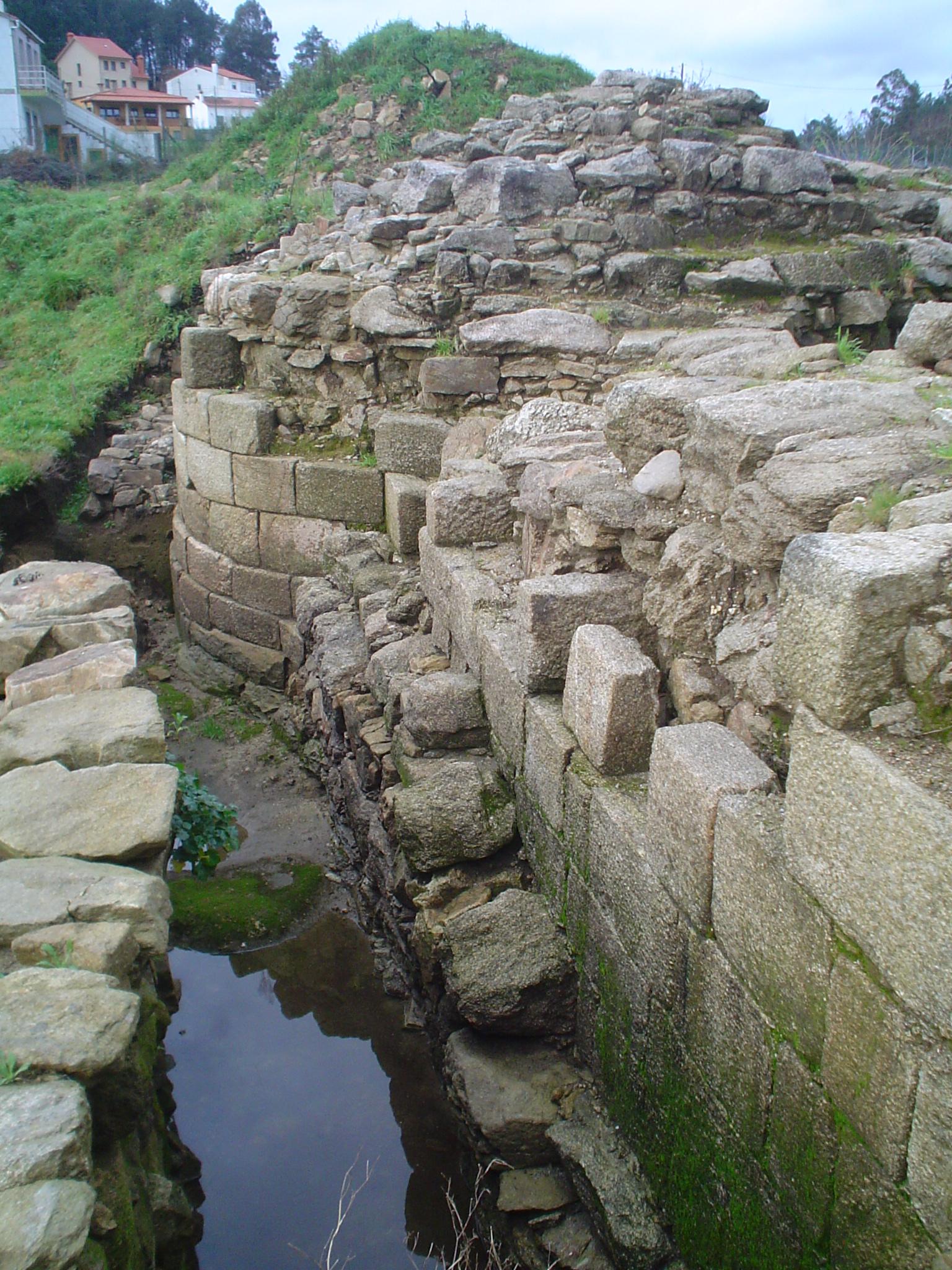 castelo_da_rocha_forte_torrec3b3n_e_muro_oeste